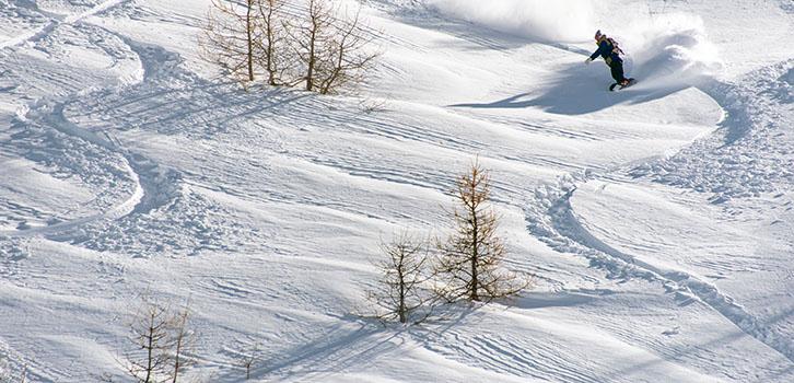 Snowboard off pist évasion