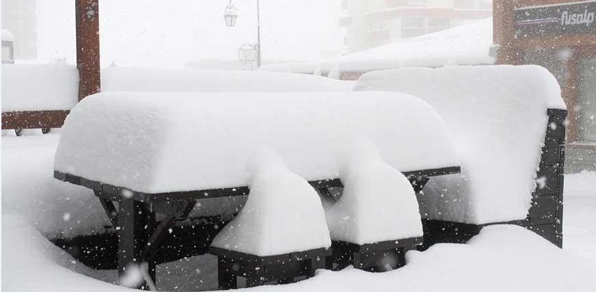 Snön har kommit! Upp till en meter på det flesta av våra orter